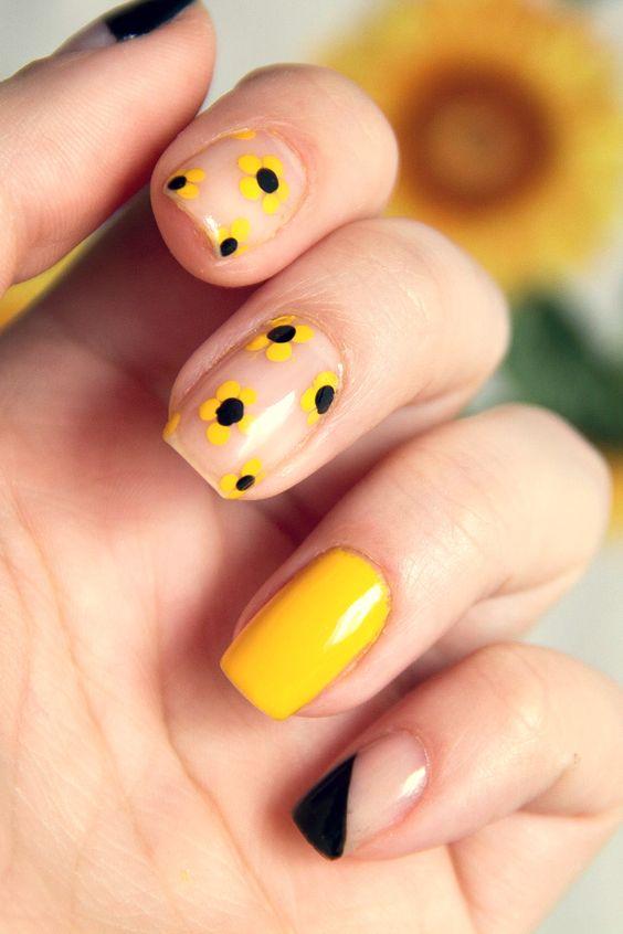 Unhas negativas com estampa floral em amarelo e preto (girassol/margarida)