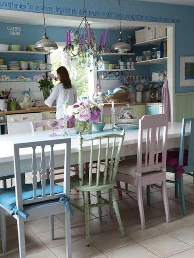 http://www.benita-loca.com/meubles-peints/chaises-peintes.html