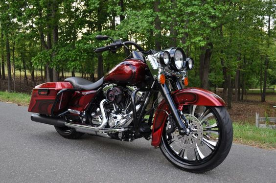 2010 FULLY CUSTOM ROAD KING | .....*Repin by Tburg*
