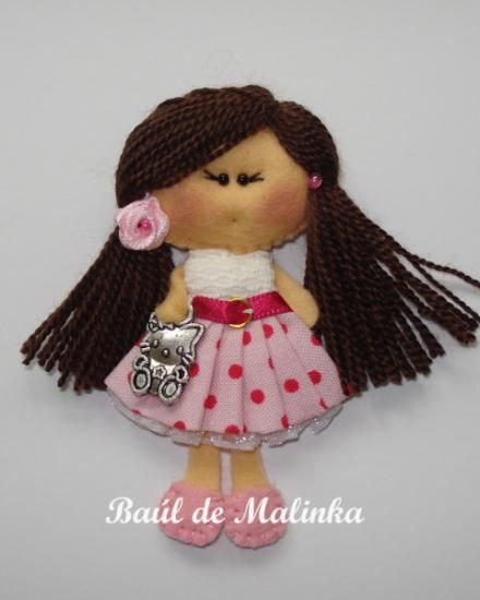 broche muñeca de fieltro matilda rose dots hello kitty  fieltro tela lana,botones  charms encaje,abalorios  rosa satén costura,cosido a mano