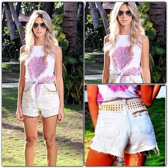 Bom diaaa!! Hoje a o look está uma perfeição total!! Cropped nozinho Flower @lovecabide + short lindo @alixbrand bordado com strass, pérolas, spikes e tachas. #lovecabide #alixbrand #fashion #lookoftheday - @lovecabide- #webstagram