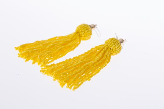 Boucles d'oreilles jaunes, H&M, 12,99$ * Yellow earrings, H&M, $12.99