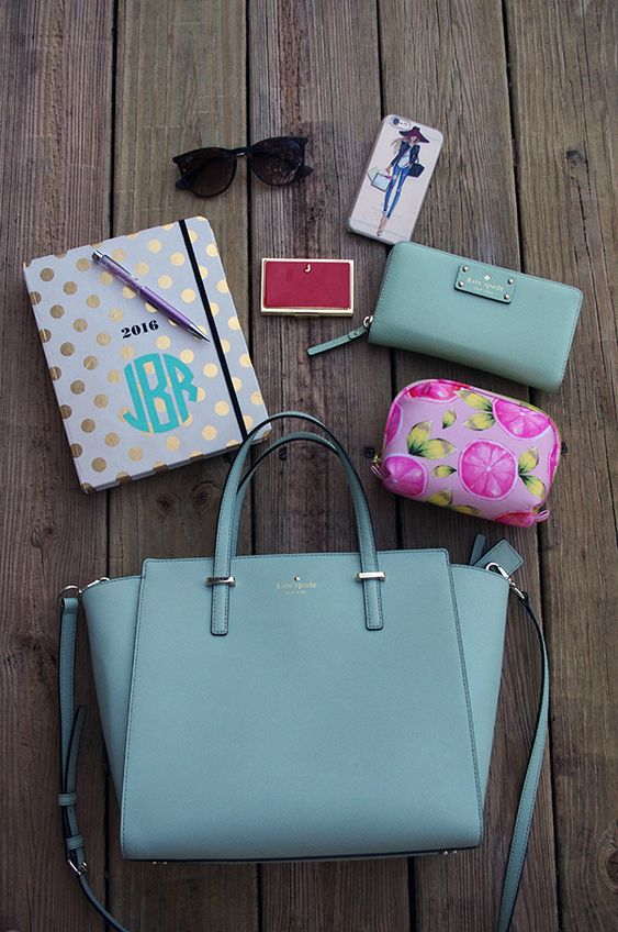 What's in my Purse - Hightailing in High Heels: Spilling purse details.
