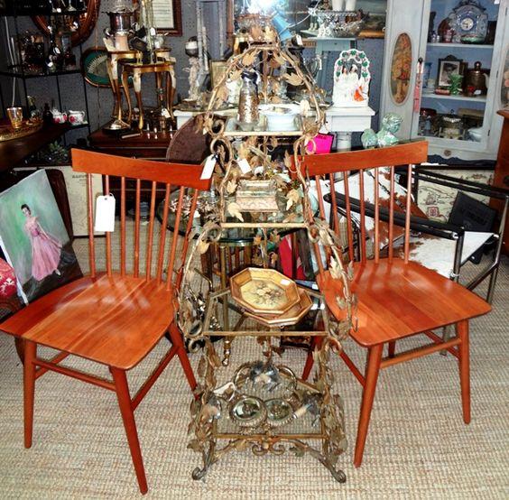 Vintage all original Hollywood Regency étagère.