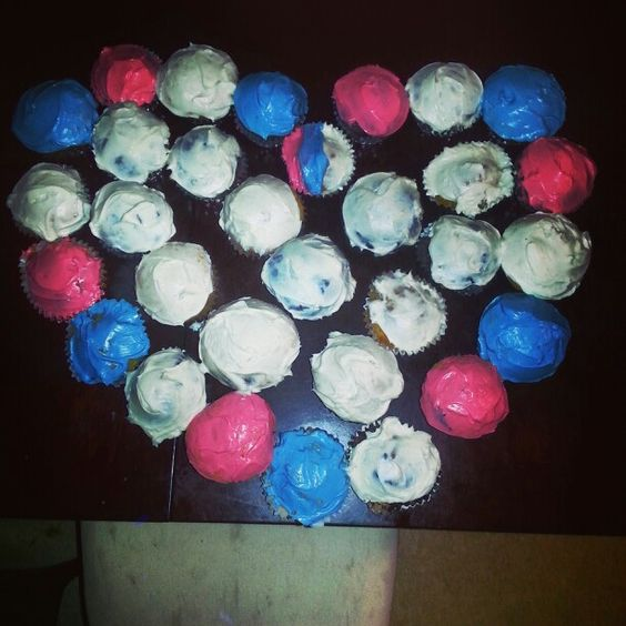 Heart shaped cupcakes for the National Guard ♡