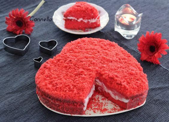 La red velvet cake è un dolce tipico Americano che significa il dolce dal velluto rosso, una sofficissima torta, colorata e bella da vedere con una farcitu