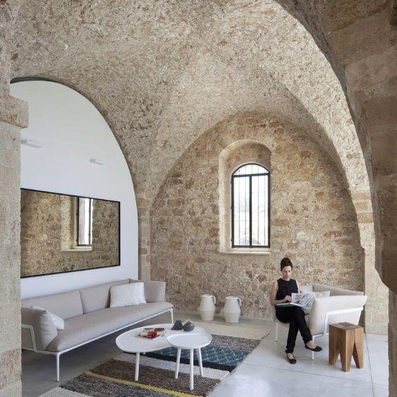 Cob hobbit house superadobe architectural beautiful for Modern hobbit house