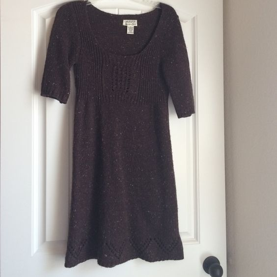 Brown sweater dress Brown sweater dress. Does have flats of olive and maroon but over all it's a chocolate brown. It's a size small. 2-4 M.s.s.p Dresses