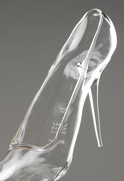 Ive found it. Real life Cinderella shoes. Maison Martin Margiela, Glass Heel, 2009