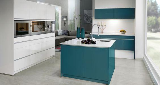 El espacio cocina - living nos define dos ambientes integrados; el primero como zona de trabajo compartido alrededor de la isla y al fondo el lugar de descanso.