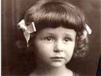Valentina, daughter of Arkadi and Liudmila Zbar, was born in 1935 in Kharkov, Ukraine. She perished there with her parents in 1941. She was six years old.