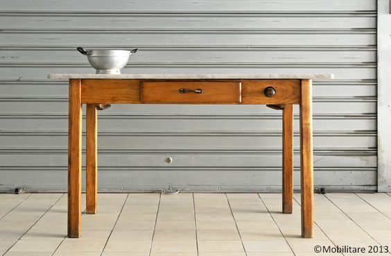 Mobilitare a traditional chestnut kitchen table with - Tavolo piano marmo ...