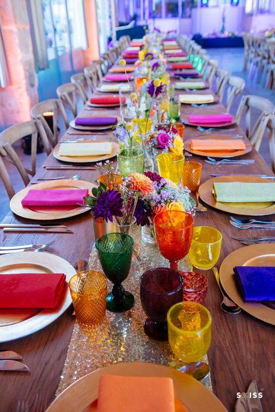 Fun, bright color wedding table ideas, Un mariage haut en couleurs ! https://www.blanchelfeur.com