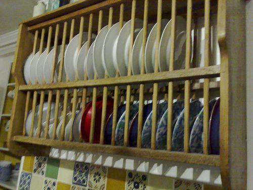 Plate racks dish racks and plates on pinterest for Ikea plate storage
