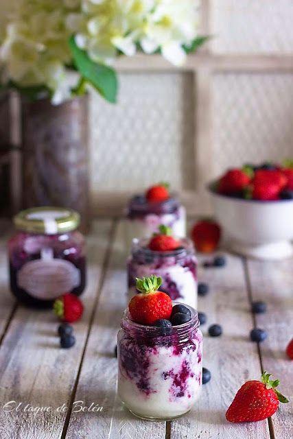 Yogures En Yogurtera Sin Lactosa Con Mermelada De Frutos Rojos