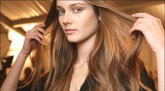 Cheveux cassant  --> 1/2 verre de lait (entier ou demi-écrémé pour garder les vitamines) --> 1 jaune d'oeuf cru --> 1 cuillère à café de miel --> 3 ou 4 gouttes de jus de citron --> 1 petite dose de votre après-shampooing habituel Laisser reposer 10min à l'air ambiant. Appliquer 20-30min 2 à 3/sem puis 1 à 2/sem