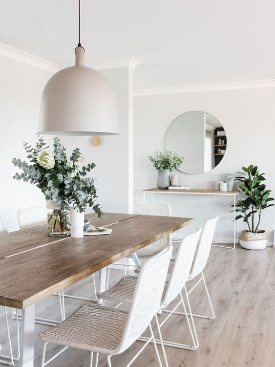 Incredible Dining Room Design Ideas. Find more dining room decor ideas! | #scandinavian #diningroomdesign #diningroomdecorideas #diningroomdesign #diningroomlighting #diningroomchandelier #moderndiningroom #contemporarydiningroom