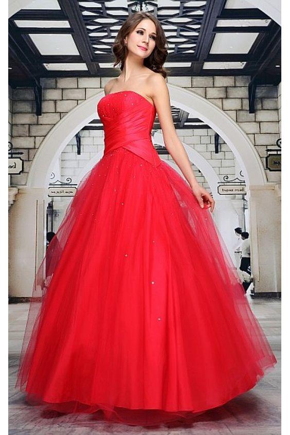 Společenské šaty Cascada Luxusní šaty vhodné na plesy i jiné společenské události, ve kterých jistě nebudete sedět v koutě. Dlouhé plesové šaty vhodné např. pro slečny maturantky. Naprosto dokonalá malinová barva, velmi bohatá sukně s několika podšívkami s pevnějším tylem zajistí velký objem sukně. Skvěle padnoucí korzetový živůtek je vyztužený a podšitý, zdobený sklady a pošitý kamínky a flitry, stejně jako vrchní tylová vrstva sukně. Zapínání na zip v zadní části, doplněný šněrováním a…