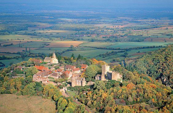 Brancion, en Saône-et-Loire, était jadis une place forte de première importance…