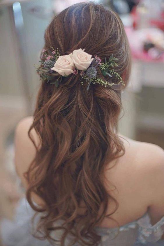 straplez gelinliğe uygun gelin saçı