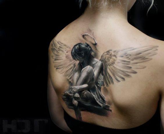 Tattoo 3D Engel Frau Rücken