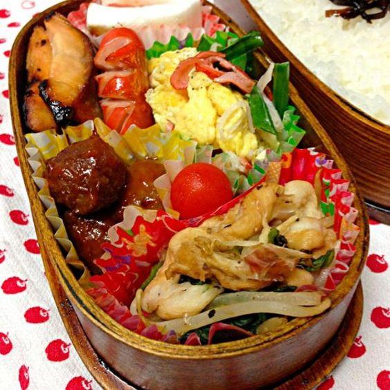 おはようございます。(*^o^*) 今日は…  沖縄麩チャンプル にらかに玉 ウィンナー ミートボール 鮭味噌焼き はんぺん明太子ソテー 愛情  今日は息子の誕生日、会うわけではないけど、心にぐっと懐かしい事や産んだ時の事を思います。 - 79件のもぐもぐ - 8月29日お弁当… by momo12345