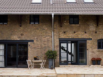 bauernhof umgebaut zum loft nachher vierkanthof mit luftigem atrium loft. Black Bedroom Furniture Sets. Home Design Ideas