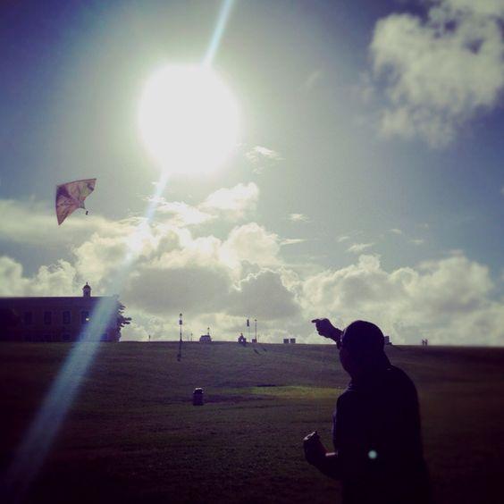 "Flying kite ""el Morro""."