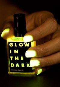 Le vernis à ongle qui va vous faire craquer pour cet été : Glow in the dark d'American Apparel