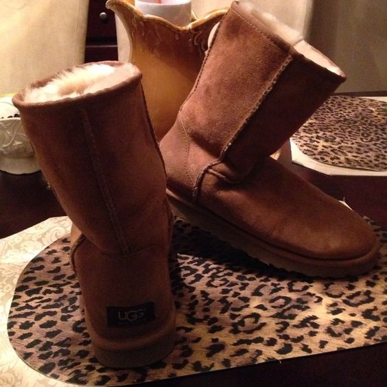 MAKE ANY OFFER!!!! LIKE NEW UGG BOOTS, 9 MAKE ANY OFFER!!!LIKE NEW UGG BOOTS, 9. In excellent like new condition. No stains. Soft tan suede body. Ivory shearing fur on the inside. Warm. Great find! Ugg signature rag on back heel and inside tag. Sole in excellent condition. Why pay $200 retail when you can get a like new Ugg boot in nearly perfect condition??? This is is my size but I need the $$$ more than the boots. This is truly a great find! UGG Shoes Winter & Rain Boots