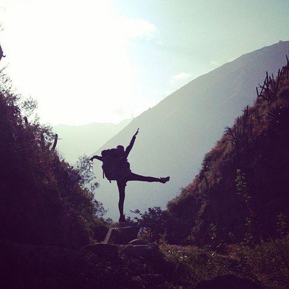 @anny_2o encontrando el equilibrio en #antankallo #sanjeronimodesurco  #igersperu #instravel #theroadknows #naturelovers #trekkingperu