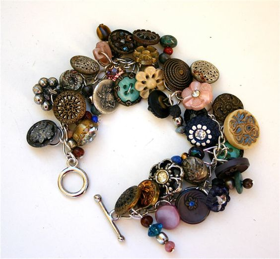 Buttons! There is buttons everywhere, vintage and victorian buttons. Lots of them. Quite individual and pretty piece by Bonnie Hanson. This makes me want to hoard lots of pretty buttons..: