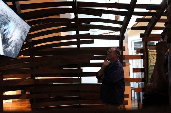 Entre otros casos, se presentan materiales arqueológicos e información inédita sobre los restos de la barca transporte Infatigable (1855) de la Armada de Chile; los restos del Muelle Fiscal del Puerto de Valparaíso (1884-1912) y su área de funcionamiento en el periodo de la navegación a vapor. Se presentan, asimismo, las metodologías y tecnologías empleadas por los especialistas para la adecuada integración del trabajo de investigación tanto bajo el agua como en el borde costero.