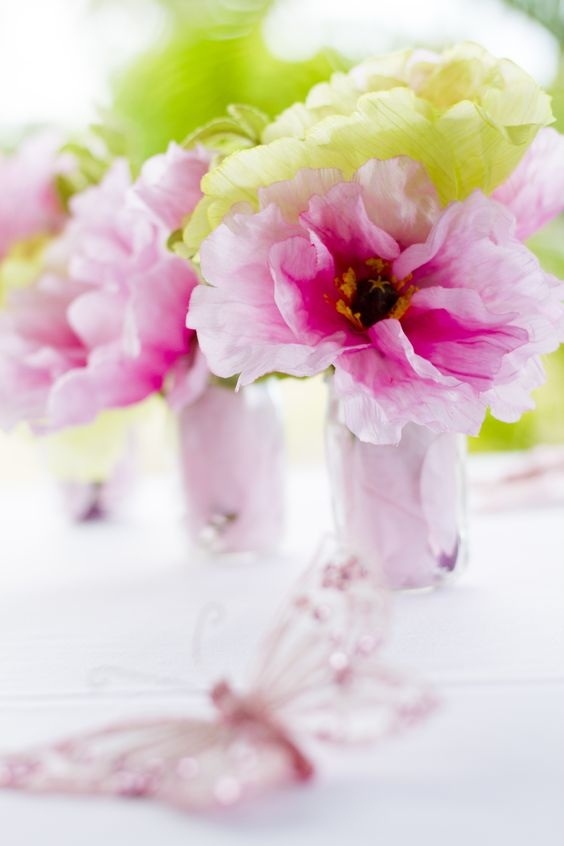 Pink and green flowers. Pink and Green. Photo Credit : A. Mordant - Click to read full instructions on how to do here: http://www.wedotahiti.com/how-to-decorate-a-winter-themed-table #tahitiweddingplanner #tahitiweddingpackage