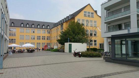 Franziskanerhof mit Rückseite Rathaus