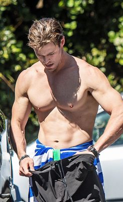 Chris Hemsworth after a surf session in Byron Bay, Australia, on September 15, 2015.