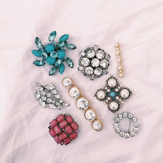 All about the vintage brooch this fall thanks to my girl @sweetnspark  #broochit #vintagejewels #sweetandspark