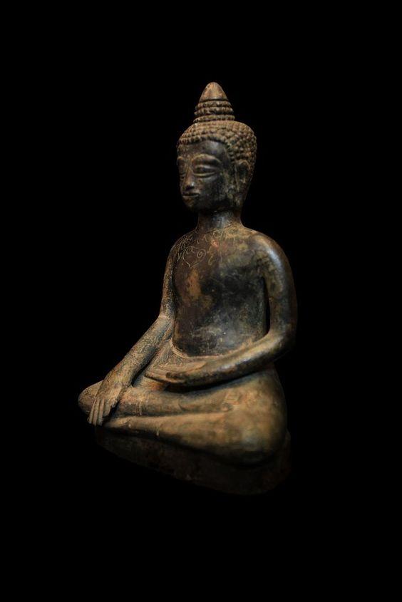 Image from http://www.antiquebuddhas.com/BB2747_zpsdc8ace11.jpg.