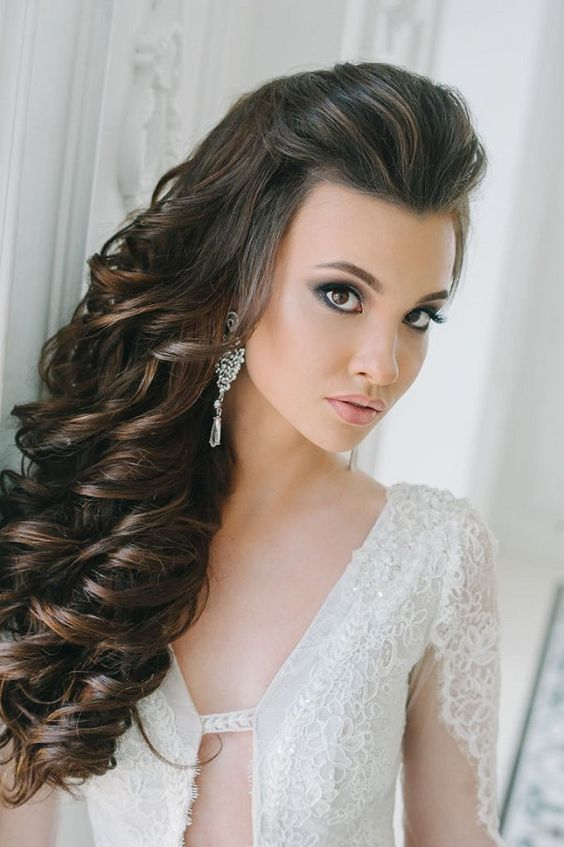 side down long curly hairstyle for bride - Deer Pearl Flowers