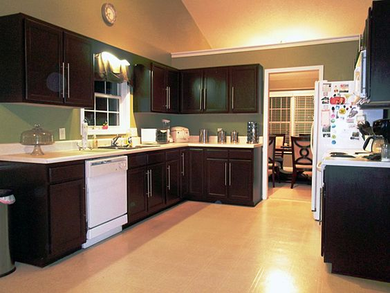 Kitchen cabinet refinishing query prompts gorgeous photos for Refinishing old kitchen cabinets