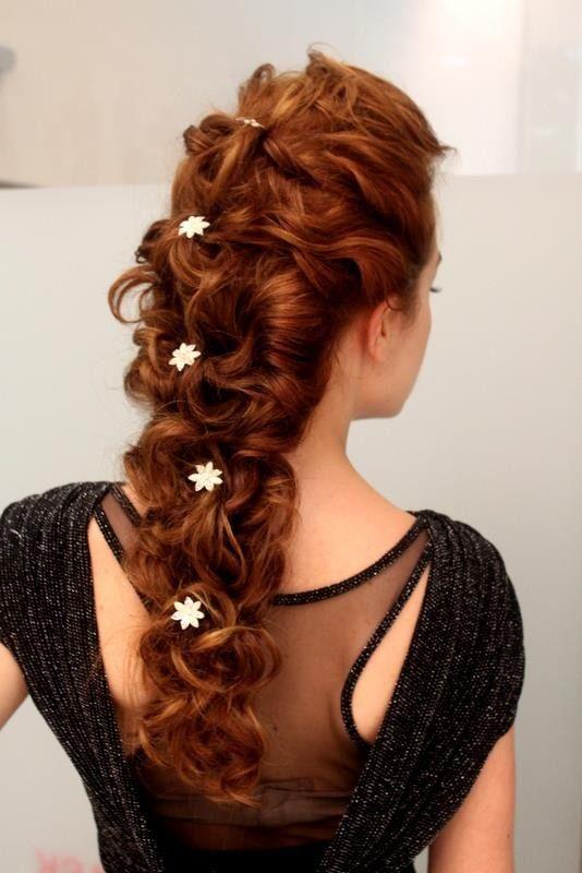 Resultado de imagem para penteado de noiva trança  com arranjos de mosquitinho