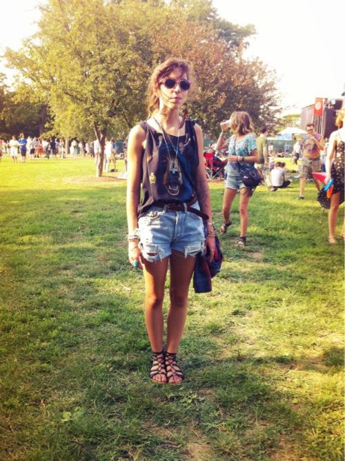 Vintage graphic tee and denim cut offs at pitchfork music festival 2011
