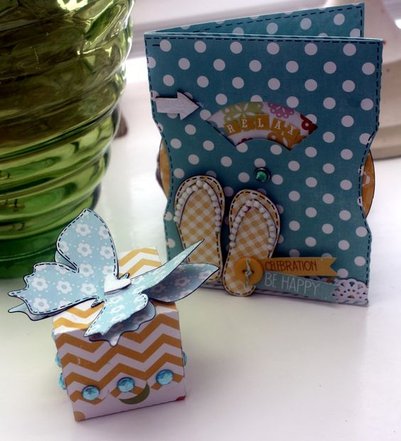THESE BOOTS WERE MADE FOR BLOGGING: A Lori Whitlock Wheel Card and Favor Box