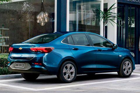 Nuevo Chevrolet Onix Plus Parte Trasera En 2020 Llantas De Aluminio Espejo Retrovisor Autos Nuevos