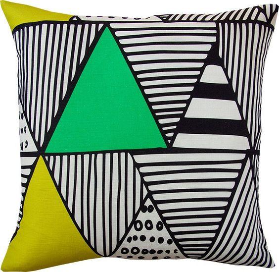 coussin Wigwam lime géométrique  #Bemygift vu dans le #Stylist grâce à #Overlay