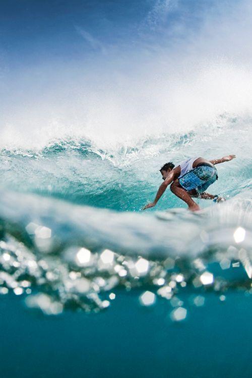 横からのアングルのサーフィン