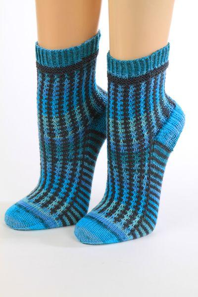 Handgestrickte Socken Gr.34/35, zweifarbig von Wollwerkstatt auf DaWanda.com