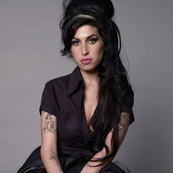 Amy Winehouse – Stronger Than Me (single cover art)
