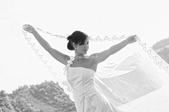 En una época donde reciclar está más de moda que nunca, el velo de novia no podía ser diferente. Aquí tenéis algunas ideas para aprovecharlo.
