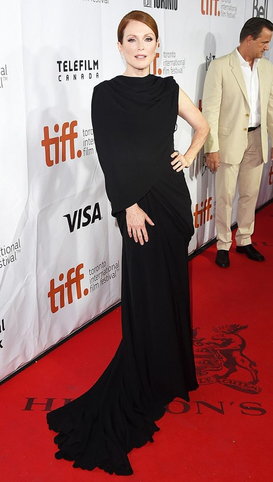 Julianne Moore in Giambattista Valli gown from the F/W 14 collection // #Celebrity #RedCarpet